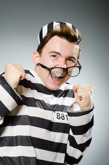 Prisonnier drôle dans le concept de prison