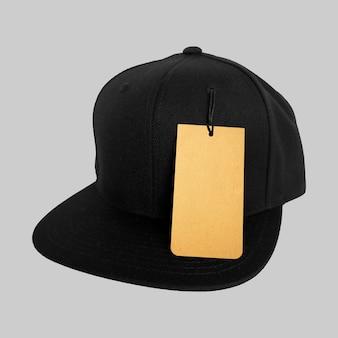 Prix de l'étiquette sur la casquette noire