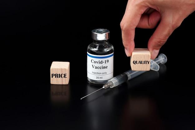 Prix versus qualité le cube avec le mot qualité est sélectionné par une main