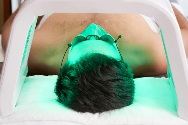 Procédure ultraviolette pour le visage