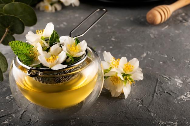 Processus de brassage du thé vert au jasmin