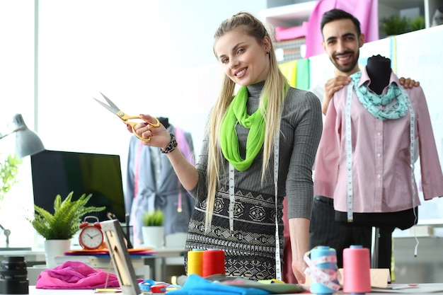Processus de conception de vêtements concept de couture élégant