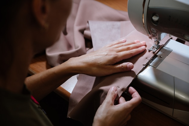 Processus de couture avec machine à coudre