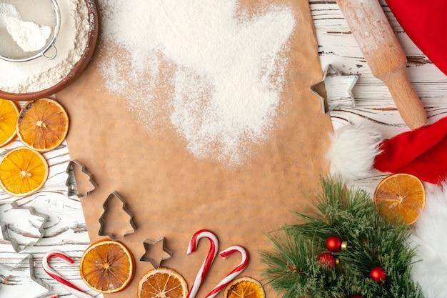 Processus de fabrication de biscuits de pain d'épice de vacances de noël