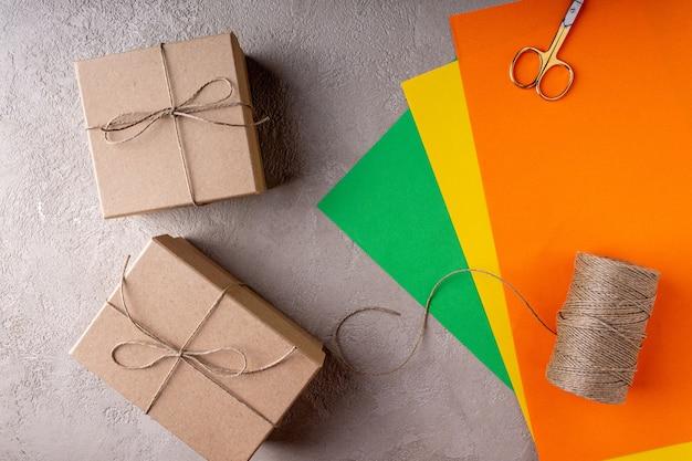 Le processus de fabrication de cadeaux de noël en papier écologique