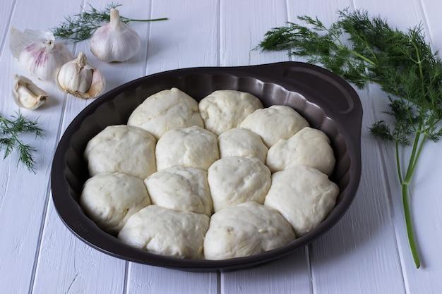 Le processus de fabrication des petits pains à l'ail - étape 1