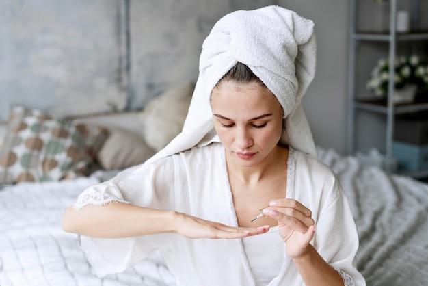 Processus de manucure pour le soin des ongles