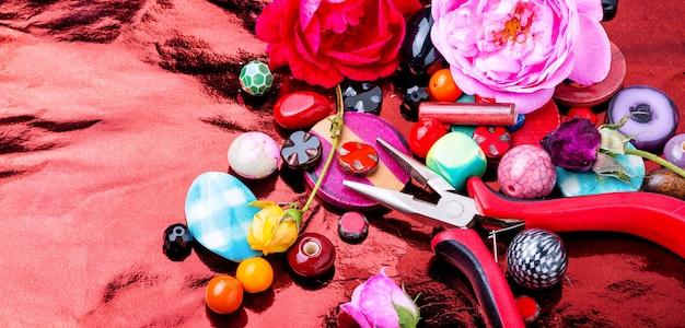 Processus de perlage, perles colorées