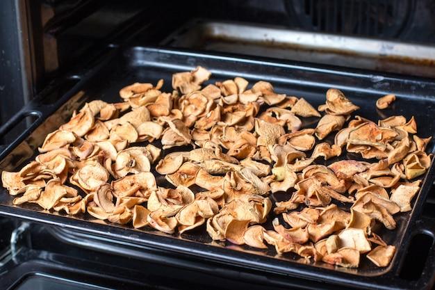 Le processus de séchage des pommes au four