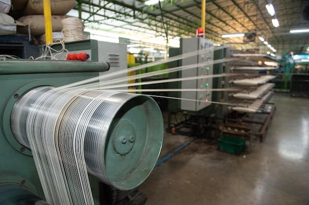Production de fil de nylon dans une usine