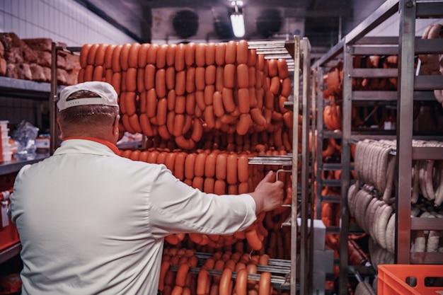 Production de produits carnés au supermarché au supermarché. f, pate ...