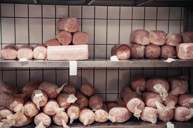Production de produits carnés au supermarché au supermarché.