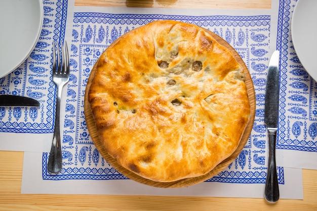 Produit de boulangerie kubdari en géorgien