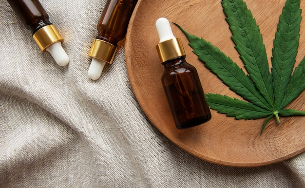Produit cosmétique de cannabis de teinture de chanvre d'huile de cbd pour les soins de la peau