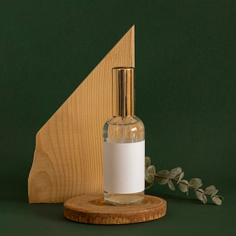Produit de soins de la peau vue avant sur pièce décorative en bois