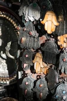 Produits artisanaux en vente au marché, médina, marrakech, maroc