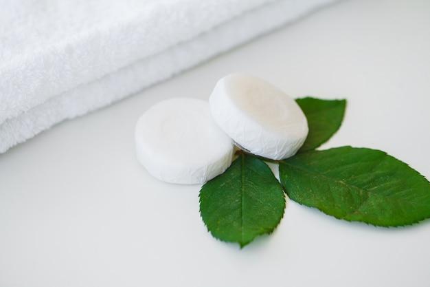 Produits de bien-être et cosmétiques. ingrédients de bain pour les traitements de spa savon