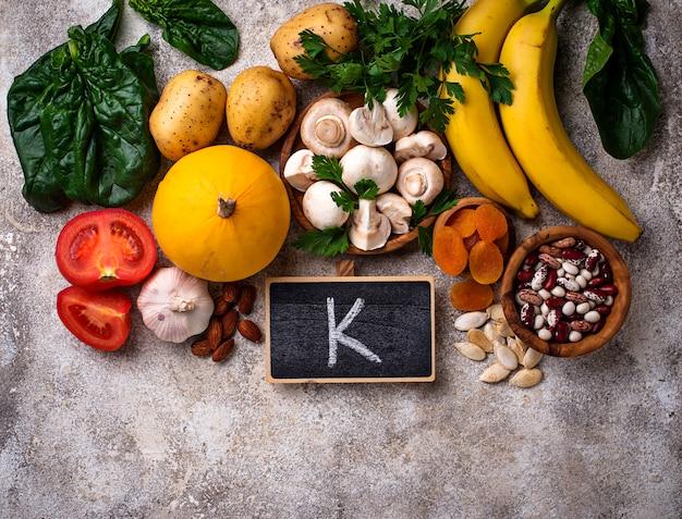 Produits contenant du potassium. concept de nourriture saine