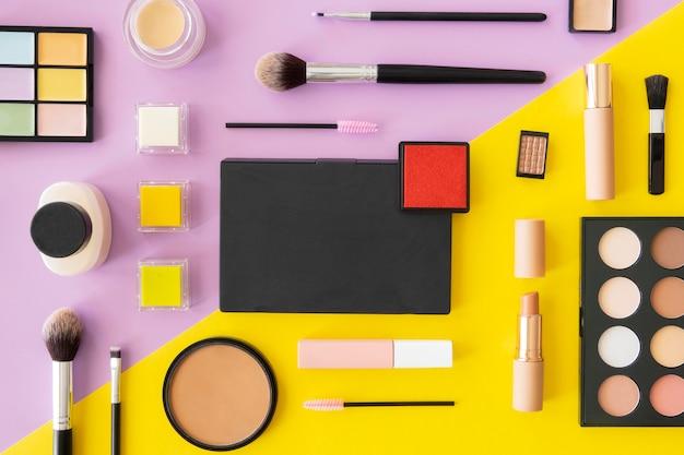 Produits cosmétiques de beauté alignés