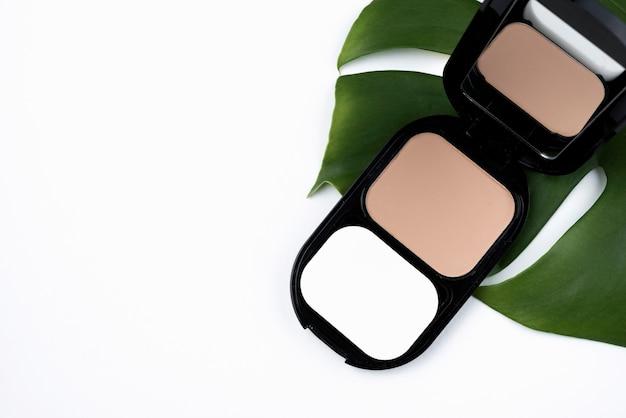 Produits cosmétiques compacts avec espace de copie