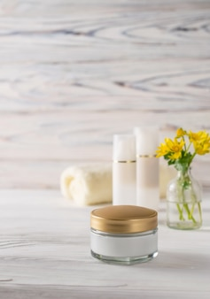 Produits cosmétiques naturels biologiques pour le visage et le corps