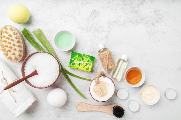 Produits cosmétiques naturels à plat