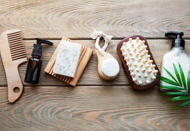 Produits cosmétiques naturels zéro déchet sur bois