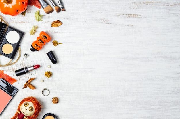 Produits cosmétiques plats laïcs en automne et halloween festival fond