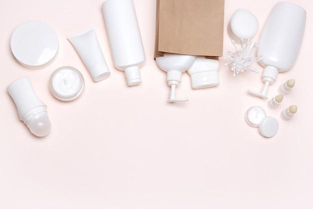Produits cosmétiques avec sac de marchandise en papier acheter des cosmétiques shopping beauté