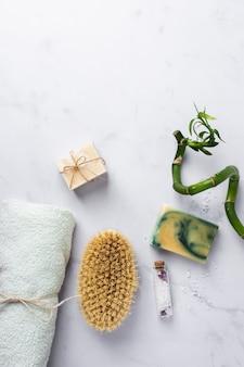 Produits cosmétiques vue de dessus spa