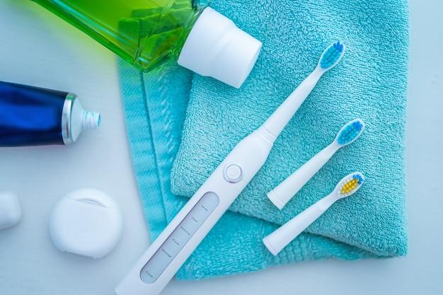 Produits dentaires pour se brosser les dents, des soins sains des dents et l'hygiène buccale et une haleine fraîche