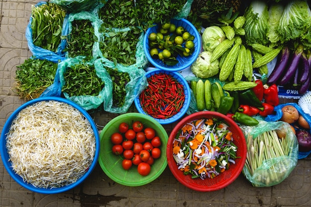Des produits frais colorés au marché asiatique