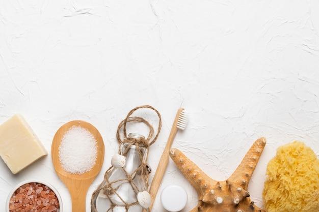 Produits d'hygiène cosmétiques et outil à frotter