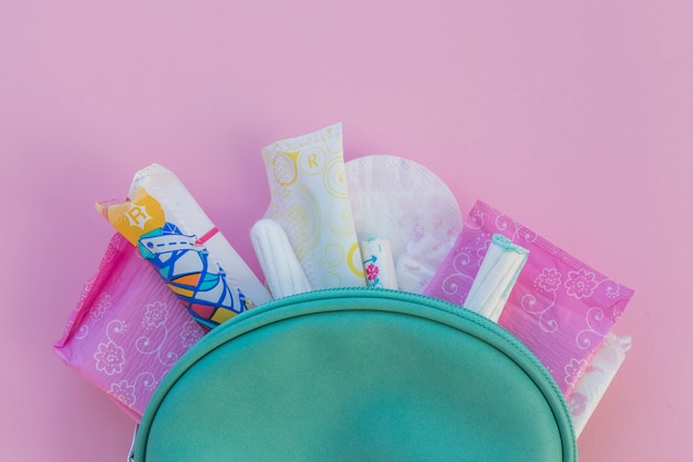 Produits d'hygiène en trousse de toilette