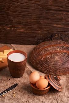 Produits laitiers biologiques - lait, fromage et œufs, pain