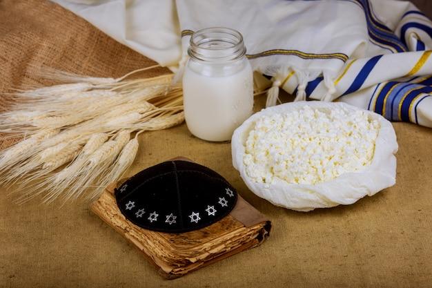 Produits laitiers et sur le champ de blé