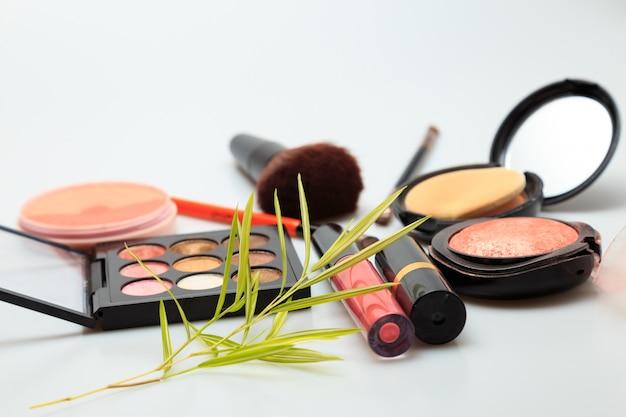 Produits de maquillage blanc