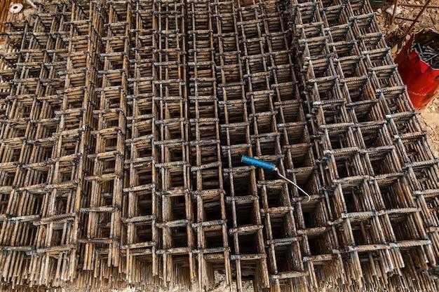 Produits métalliques pour la construction de logements monolithiques. chantier de construction, construction de maisons