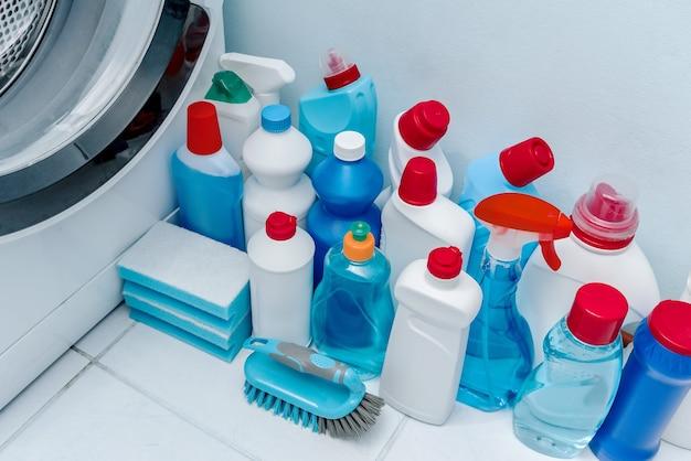 Produits de nettoyage dans la salle de bain