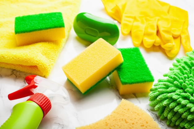 Produits de nettoyage produits chimiques ménagers brosse de pulvérisation gant éponge