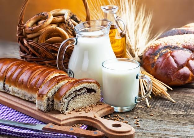 Produits de pain sur la table en composition