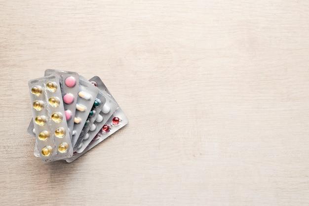 Produits pharmaceutiques antibiotiques pilules médecine maquette