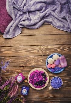 Produits pour spa de soins du corps. vue de dessus des accessoires de spa