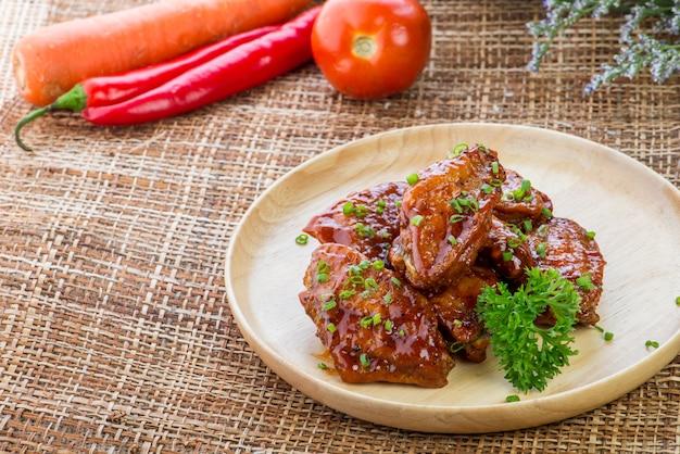 Produits de restauration rapide ailes de poulet frites dans la pâte