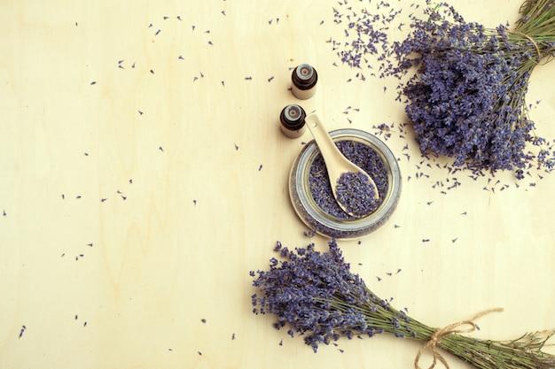 Produits de soin du corps à la lavande. aromathérapie, spa et soins de santé naturels