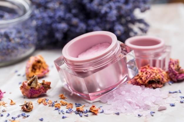 Produits de soin du corps à la lavande. aromathérapie