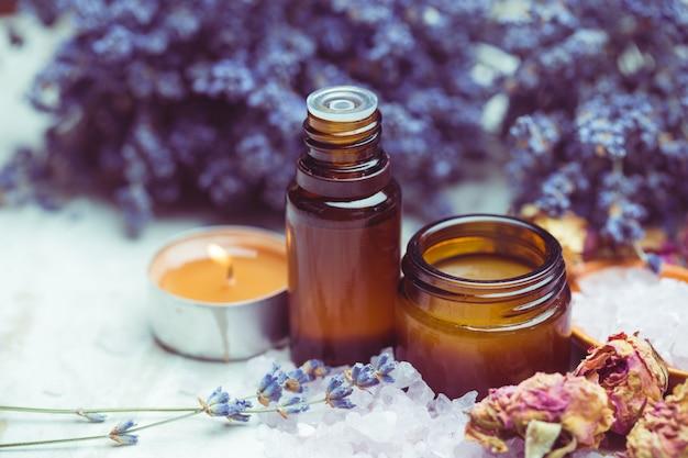 Produits de soin du corps à la lavande, spa et concept de santé naturel