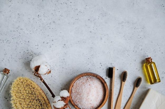 Produits de soin naturels pour la peau, produits cosmétiques et brosse à dents en bambou