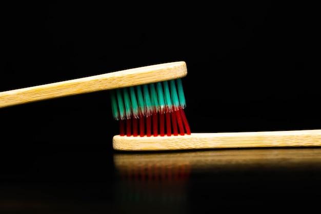 Produits de soins dentaires et bucco-dentaires. hygiène des dents et de la cavité buccale.