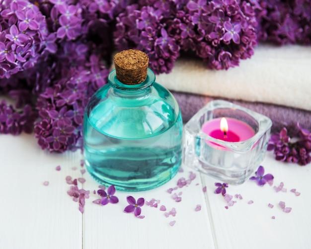 Produits de spa et fleurs lilas